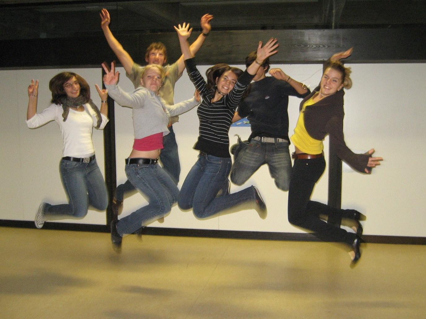 Schüler springen