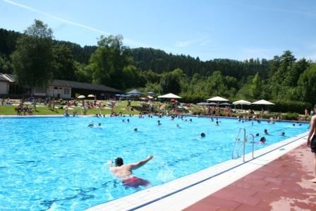 Schwimmbecken_1