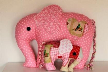 Stoffelefanten rosa Gerlinger virt. KHWM