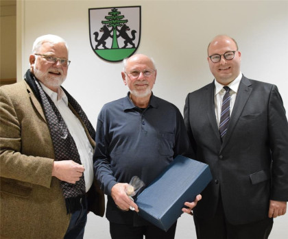 Bürgermeister a.D. Ulrich Burr, Dr. Gerhard Erchinger und Bürgermeister Armin Mößner bei der Sitzung des Stifterforums im Jahr 2019
