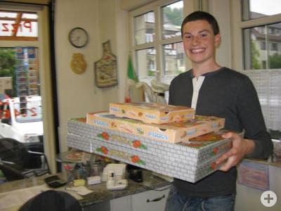 Auslieferung durch unsere netten Pizzafahrer
