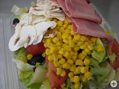 Eine von vielen angebotenen Salatgerichten